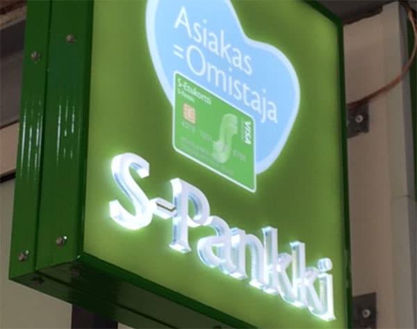 Kisällin kyltti valomainos S-Pankki