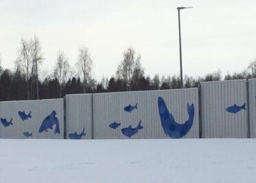 Tarraserif toteutti Hätälän tehdasalueen aitaan ympäristötaidetta